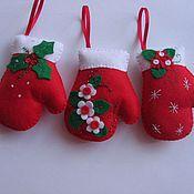 Подарки к праздникам ручной работы. Ярмарка Мастеров - ручная работа Варежки на ёлку. Handmade.