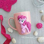 """Кружки ручной работы. Ярмарка Мастеров - ручная работа Кружка с декором Поняшка Маленькая пони """"My Little Pony"""". Handmade."""