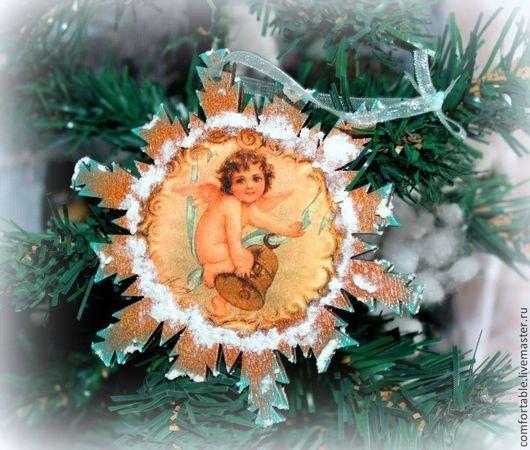 Новогодний набор для украшения интерьера,с традиционными праздничными картинками.