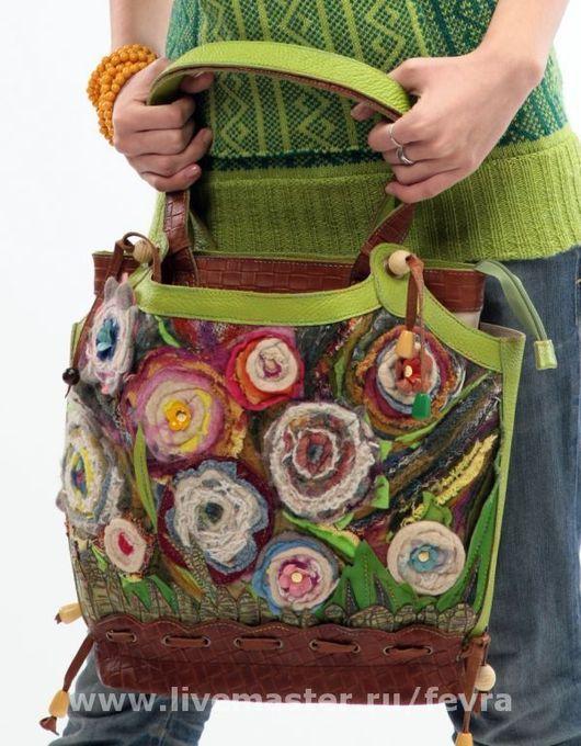 Эта сумка уже обрела свою хозяйку. Могу выполнить сумку в той же технике, но она опять будет другая.