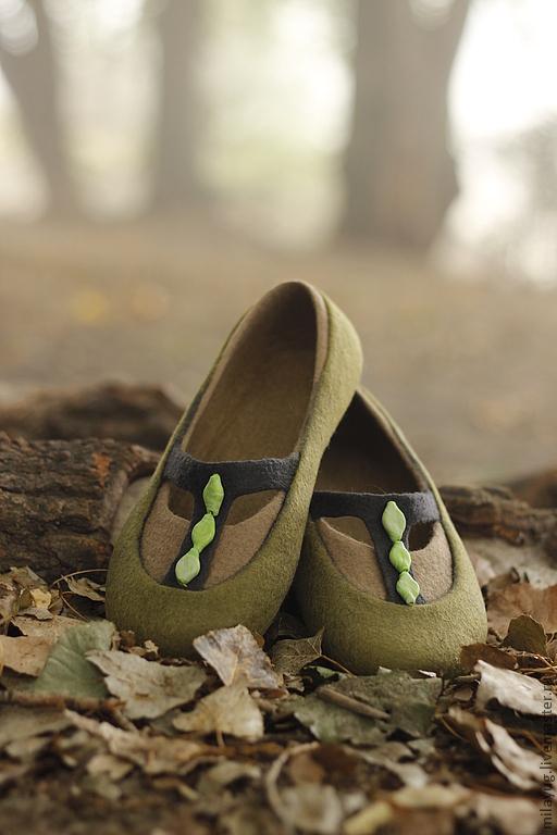 """Обувь ручной работы. Ярмарка Мастеров - ручная работа. Купить """"Туманный лес"""" валяные тапочки-балетки. Handmade. Оливковый"""