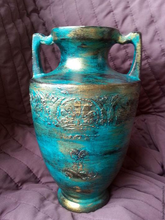 Античная декоративная ваза для  создания особой атмосферы в интерьере.