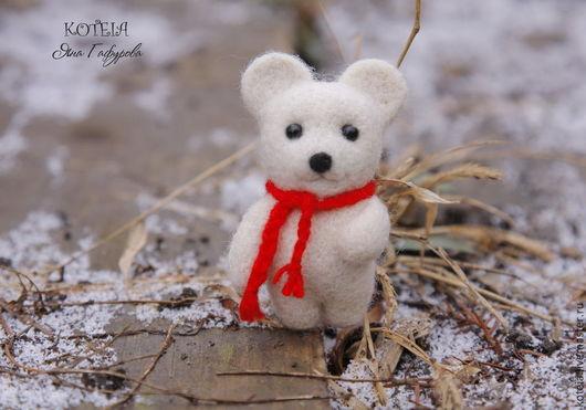 """Броши ручной работы. Ярмарка Мастеров - ручная работа. Купить Брошь """"Полярный мишка"""". Handmade. Белый, валяный мишка"""
