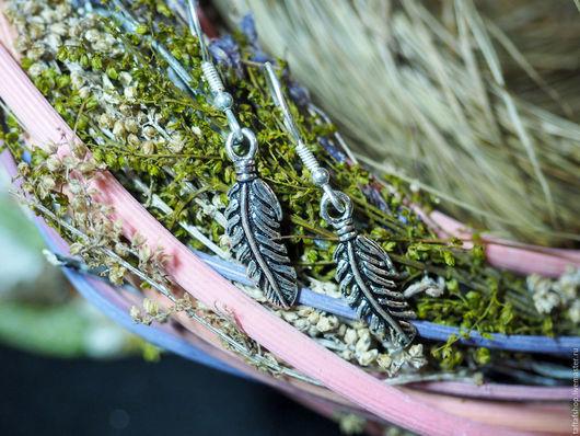 Маленькие и аккуратные серёжки выполнены из серебра 925, они будут прекрасно смотреться с любым стилем и образом!