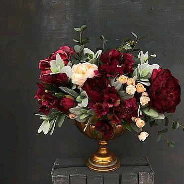 Цветы и флористика ручной работы. Ярмарка Мастеров - ручная работа Роскошный букет из красных и розовых пионов в золотом вазоне. Handmade.
