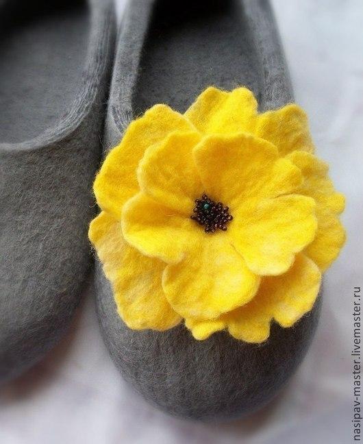 Обувь ручной работы. Ярмарка Мастеров - ручная работа. Купить Домашние валяные тапочки. Handmade. Серый, валяные тапочки женские