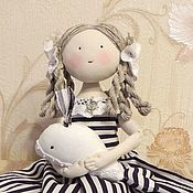 Куклы и пупсы ручной работы. Ярмарка Мастеров - ручная работа Кукла текстильная интерьерная Девочка Маришка и Кит. Handmade.
