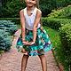 Бирюза. Цветы. Принт на ткани.Летняя юбка.Короткая юбка.Юбка в складку. Модная юбка. Нарядная юбка.Пышная юбка.Оригинальная юбка.Юбка миди до колена.Для мамы и дочки.