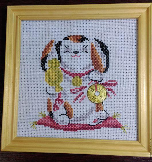 """Символизм ручной работы. Ярмарка Мастеров - ручная работа. Купить Вышивка крестиком """"Счастливая собачка"""". Handmade. Белый, монетка, собачка"""
