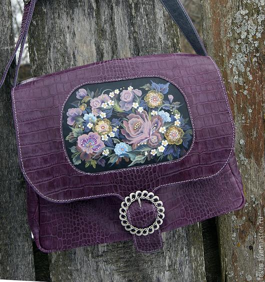 В этой сумке, как будто, чувствуется приближение весны, дрожание воздуха, пробуждение природы. Ещё нет летнего буйства красок, прозрачные, нежные оттенки цвета передают свежесть весенних дней.