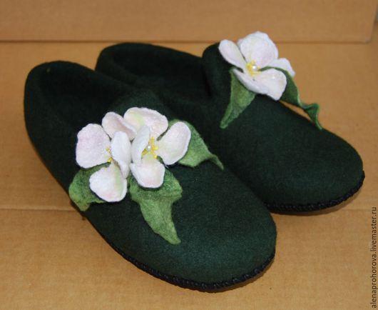 """Обувь ручной работы. Ярмарка Мастеров - ручная работа. Купить Тапочки валяные """"Яблоневый цвет"""". Handmade. Тапочки валяные, тапки"""