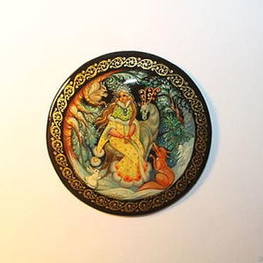 """Картины и панно ручной работы. Ярмарка Мастеров - ручная работа Круглая лаковая миниатюрка для мини-панно """"Снегурочка жёлтая"""". Handmade."""