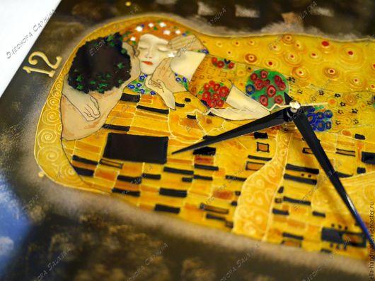 Часы для дома ручной работы. Ярмарка Мастеров - ручная работа. Купить Часы настенные стеклянные с росписью Поцелуй Г.Климт. Handmade.