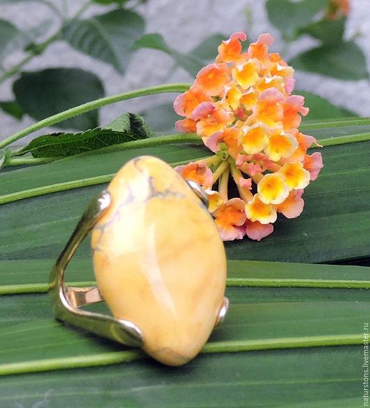 Кольца ручной работы. Ярмарка Мастеров - ручная работа. Купить кольцо с говлитом. Handmade. Желтый, крупное кольцо, ювелирный сплав