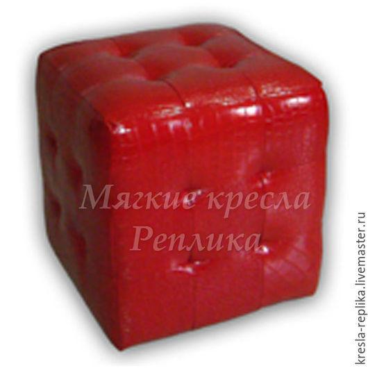Красный лаковый пуфик для прихожей