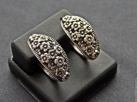 Прекрасные и  нежные серебренные серьги   `Цветы радости`.