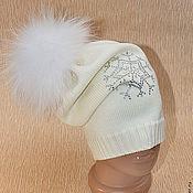 Аксессуары ручной работы. Ярмарка Мастеров - ручная работа Удлиненная модная шапочка с помпоном енота. Handmade.