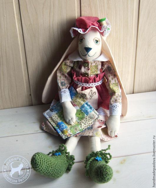 Игрушки животные, ручной работы. Ярмарка Мастеров - ручная работа. Купить Зая- Рукодельница,мягкая текстильная игрушка. Handmade. Бордовый