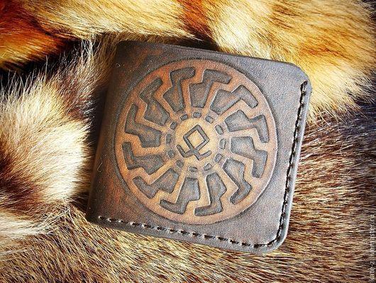 Кошельки и визитницы ручной работы. Ярмарка Мастеров - ручная работа. Купить Кошелек кожаный с руной Одал мужской бумажник портмоне из кожи. Handmade.