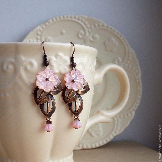 Серьги Яблоневый цвет. Нежные серьги из фурнитуры медного цвета в виде веточки и цветочков из розового перламутра, так похожих на цветы яблони. Купить серьги Яблонька