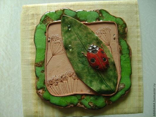 Картины цветов ручной работы. Ярмарка Мастеров - ручная работа. Купить панно Божья коровка и травы керамика. Handmade. Панно