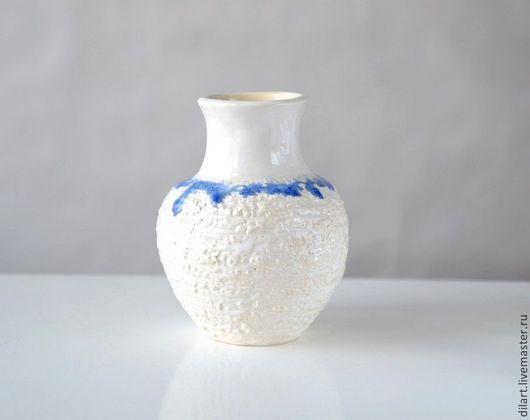 Вазы ручной работы. Ярмарка Мастеров - ручная работа. Купить Керамическая белая ваза с синим ожерельем. Handmade. Белый