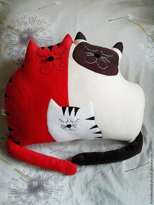 Текстиль, ковры ручной работы. Ярмарка Мастеров - ручная работа. Купить Подушка игрушка Дружное кошачье семейство 2. Handmade.