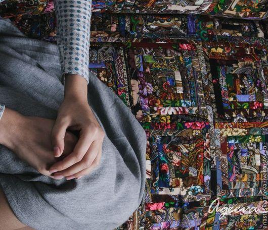 """Текстиль, ковры ручной работы. Ярмарка Мастеров - ручная работа. Купить Лоскутное покрывало из павлово-посадских платков """"От любимой бабушки"""".. Handmade."""