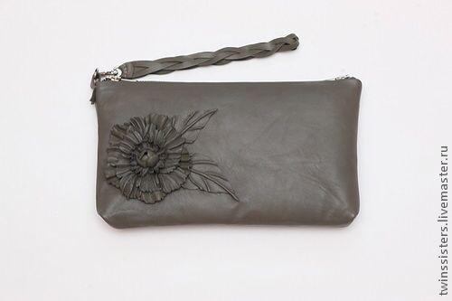 Женские сумки ручной работы. Ярмарка Мастеров - ручная работа. Купить Клатч.. Handmade. Серый, брошь, кожаный цветок