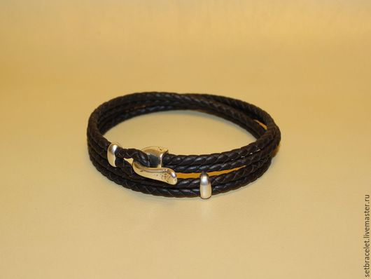 Украшения для мужчин, ручной работы. Ярмарка Мастеров - ручная работа. Купить Мужской кожаный браслет плетеный коричневый замок крюк. Handmade.