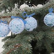 Подарки к праздникам ручной работы. Ярмарка Мастеров - ручная работа Набор новогодних шаров, обвязанных крючком вручную 4 шт. Handmade.