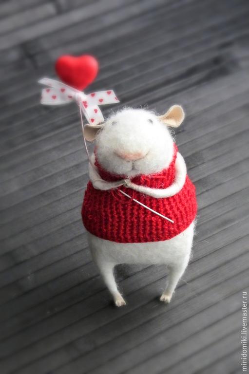 Игрушки животные, ручной работы. Ярмарка Мастеров - ручная работа. Купить Мышонок с сердечком. Handmade. Белый, валяная мышка, пушистый