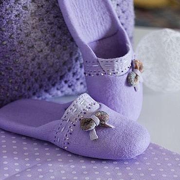 """Обувь ручной работы. Ярмарка Мастеров - ручная работа """"Лаванды много не бывает"""" валяные тапочки. Handmade."""
