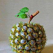 Композиции ручной работы. Ярмарка Мастеров - ручная работа Композиция Яблоко сладкое из конфет.. Handmade.