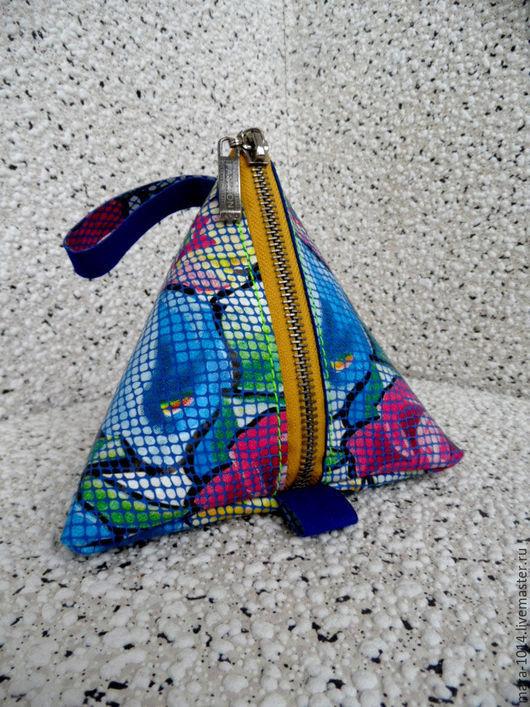 Женские сумки ручной работы. Ярмарка Мастеров - ручная работа. Купить 3D косметичка треугольник из кожи. Handmade. Разноцветный