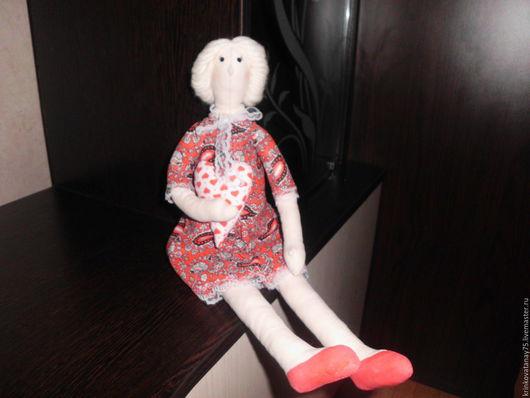 Куклы Тильды ручной работы. Ярмарка Мастеров - ручная работа. Купить Тильда с сердцем. Handmade. Ярко-красный, ручная работа