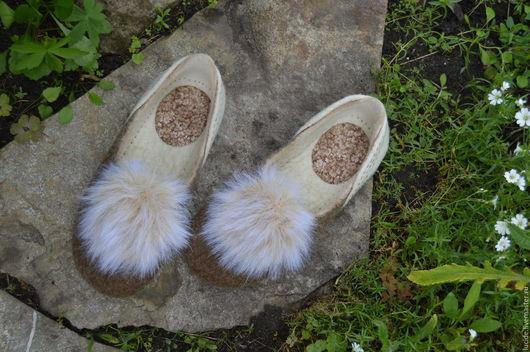 """Обувь ручной работы. Ярмарка Мастеров - ручная работа. Купить Тапочки """" Хвостики"""". Handmade. Бежевый, тапочки женские"""