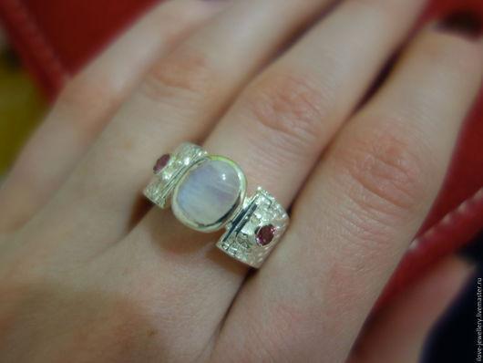 """Кольца ручной работы. Ярмарка Мастеров - ручная работа. Купить """"Muzio""""-очаровательное кольцо с розовыми турмалинами и адуляром. Handmade. Белый"""