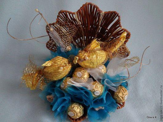"""Букеты ручной работы. Ярмарка Мастеров - ручная работа. Купить Букет из конфет """"Морская раковина"""". Handmade. Голубой, букет из конфет"""
