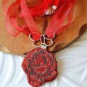 Украшения ручной работы. Ярмарка Мастеров - ручная работа Кулон вышитый Красная роза. Handmade.
