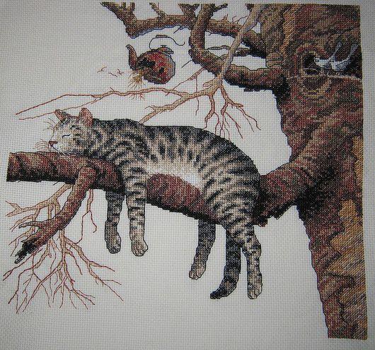 """Животные ручной работы. Ярмарка Мастеров - ручная работа. Купить Вышитая картина """"Слишком устал"""". Handmade. Котик на ветке"""