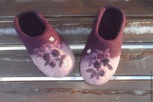 """Обувь ручной работы. Ярмарка Мастеров - ручная работа. Купить Тапотули """"Ежевичные"""" ВАРИАНТЫ. Handmade. Валяные тапочки, тапочки из шерсти"""