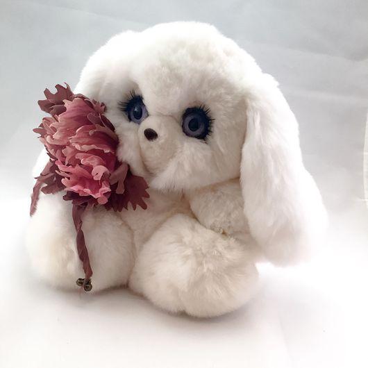 Куклы и игрушки ручной работы. Ярмарка Мастеров - ручная работа. Купить Зайка игрушка из натурального меха с цветком из натурального шелка. Handmade.