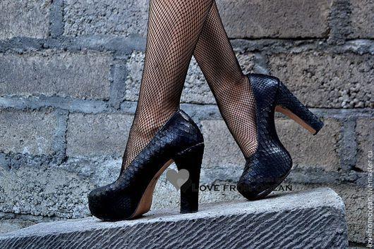 Обувь ручной работы. Ярмарка Мастеров - ручная работа. Купить Туфли из кожи питона на устойчивом каблкуке. Handmade. Черный