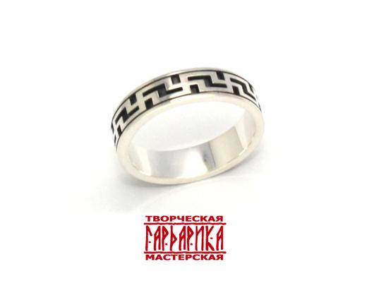 Кольцо с замкнутым свастическим обережным орнаментом из белого золота