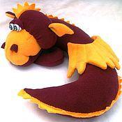 Куклы и игрушки ручной работы. Ярмарка Мастеров - ручная работа Автомобильная подушка-игрушка Китайский дракон Почти Дремлющий. Handmade.