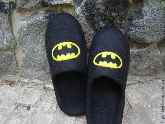 """Обувь ручной работы. Ярмарка Мастеров - ручная работа. Купить Тапочки валяные мужские """"Бэтмен"""". Handmade. Мужские тапочки, черный"""