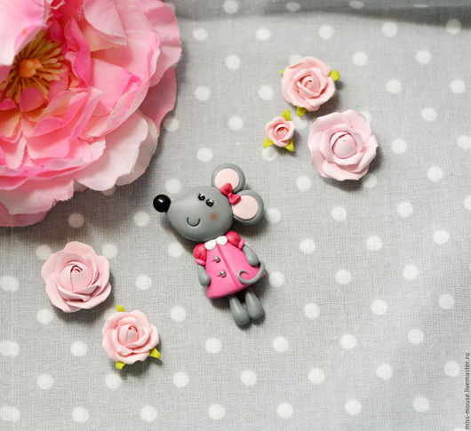 Броши ручной работы. Ярмарка Мастеров - ручная работа. Купить Мышка в платьице. Handmade. Розовый, брошь из пластики, деткая брошка