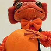 Куклы и игрушки ручной работы. Ярмарка Мастеров - ручная работа Лягушка с апельсином. Handmade.