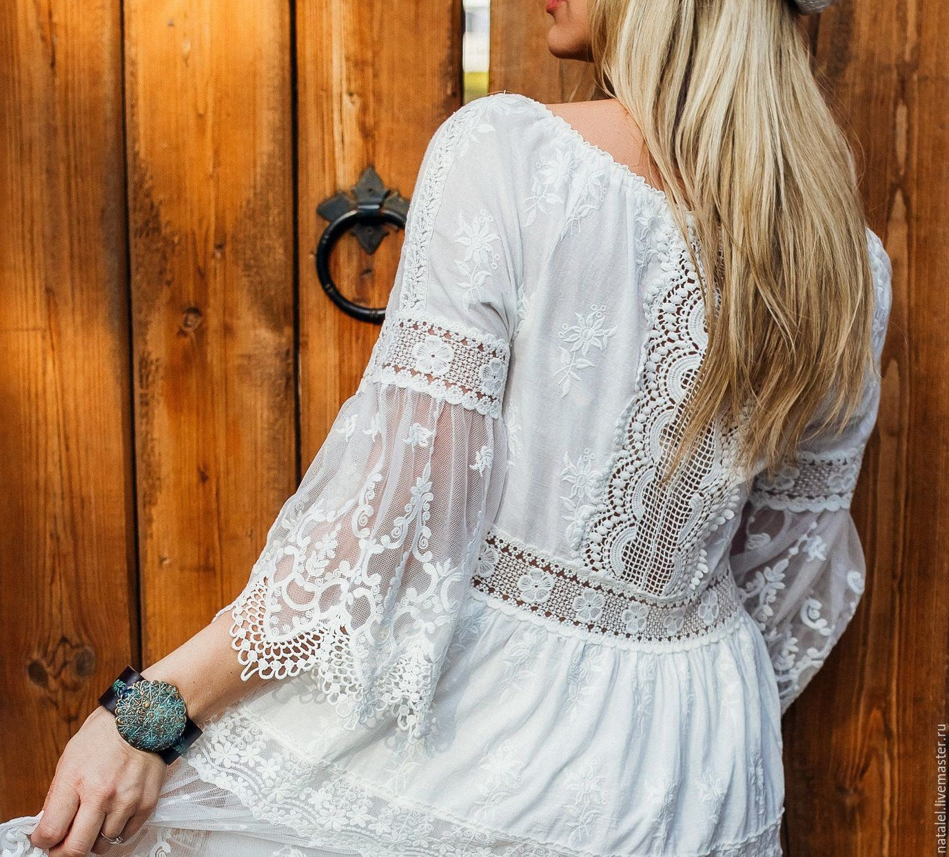 Белое платье из хлопка с кружевами
